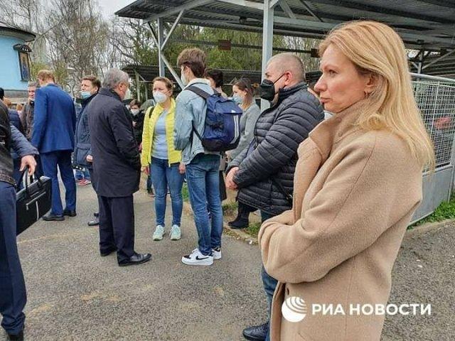 Депортированные из Чехии дипломаты вылетели в Россию