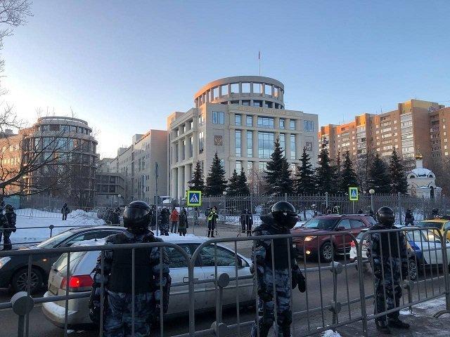 Сегодня Навальному суд может дать реальный срок: Что происходит в Москве