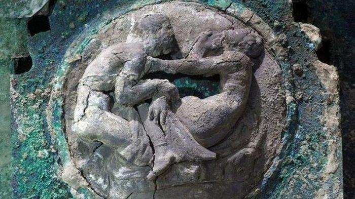 Уникальная находка археологов: В Помпеях обнаружили свадебную колесницу невесты I века