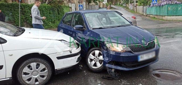 Авария в областном центре Закарпатья - столкнулись две иномарки