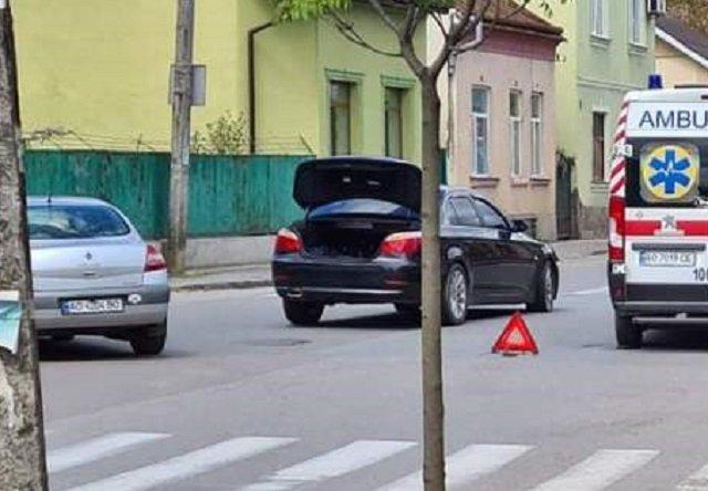 В Ужгороде на перекрестке по улице Берчени произошло ДТП.