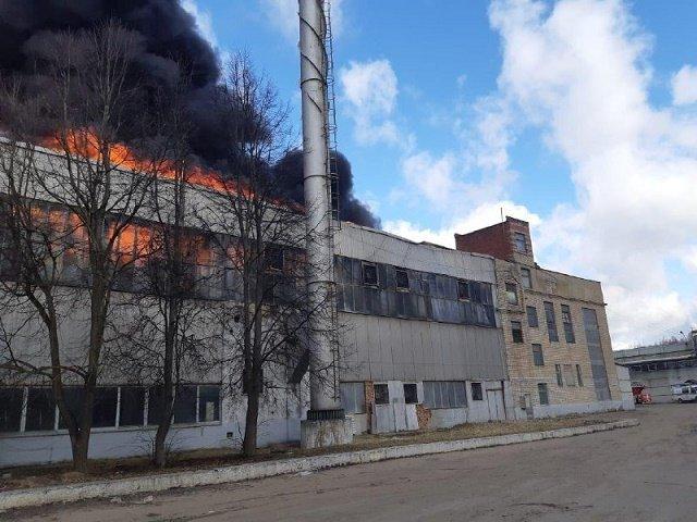 В России пылает алюминиевый завод, пожарные готовят поезд и самолеты