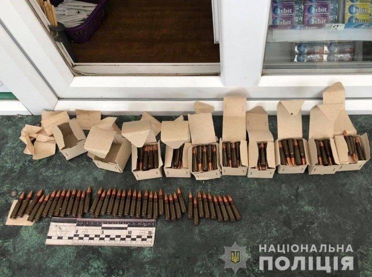 """У мешканця Ужгорода поліція знайшла цілий """"арсенал"""" бойових патронів"""