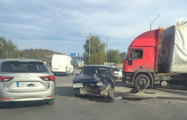 Жахлива автопригода у Мукачево: одна з автівок розбита вдрузки