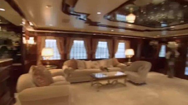 Внутренний интерьер яхты Romance 1. Фото из соцсетей