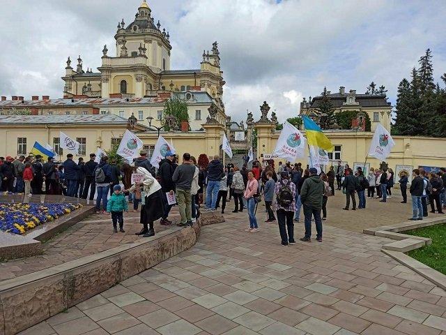 В городах Украины прошли акции протеста против вакцинации от ковида