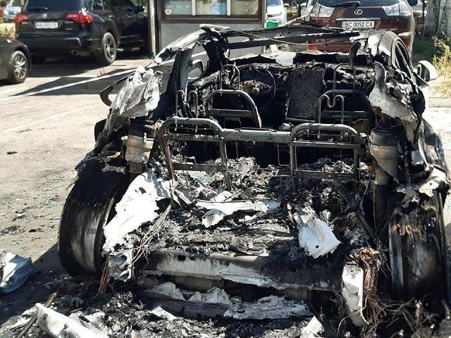 Экс-глава ОП Богдан назвал поджог своей любимой Tesla угрозой от власти