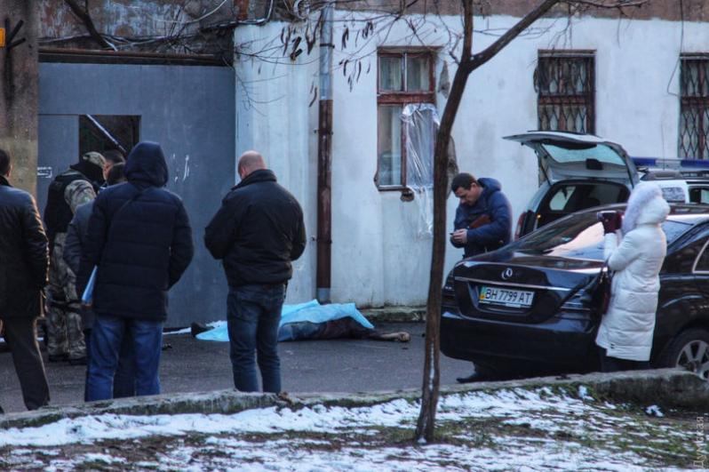 Стрельба в Одессе: трое полицейских ранено, виновник убит