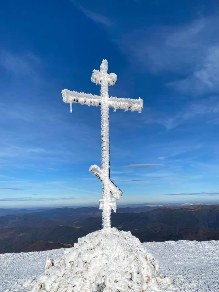 Закарпатье. Зима в горах медленно, но уверенно, вступает в свои права