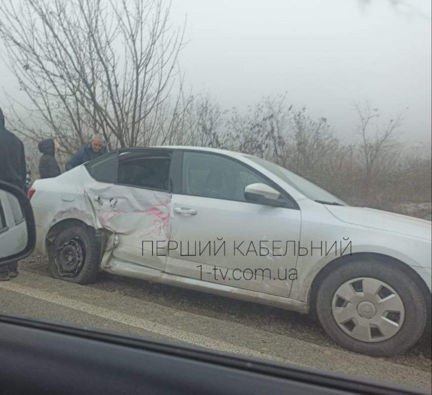 На трассе в Закарпатье не смогли разъехаться два транспортных средства