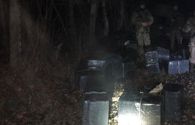 """Контрабандисты в Закарпатье, убегая от стражей границы, покидали весь свой """"товар"""""""