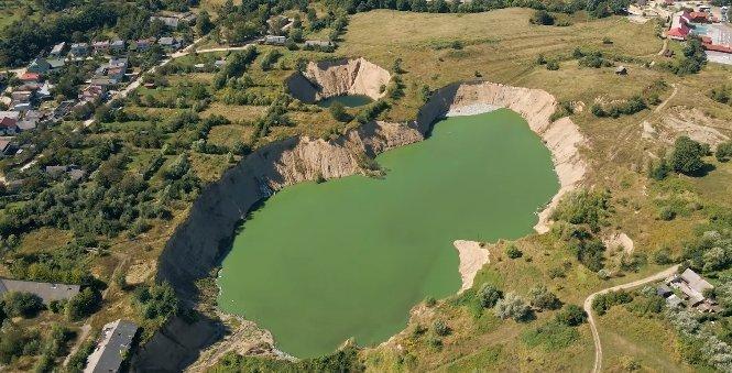 """Эти """"озера"""" в Закарпатье очень пугают местных жителей"""