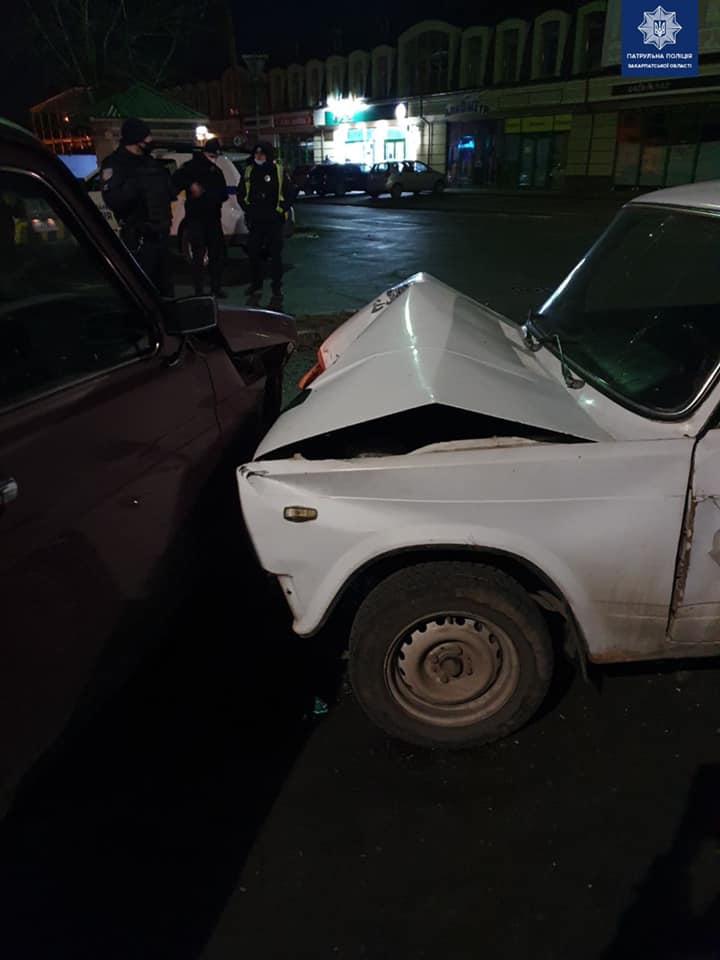 """Нічна аварія в Ужгороді з алкогольним """"присмаком"""""""