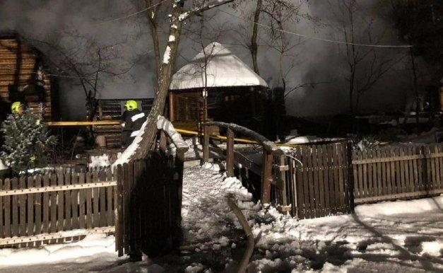 У Карпатах горів-палав дерев'яний відпочинковий комплекс