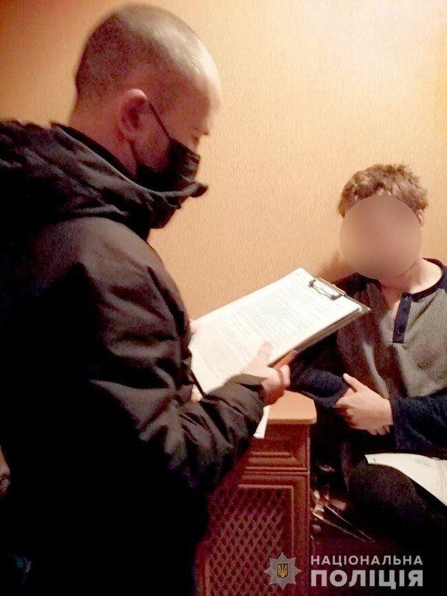 """Українське """"тріо"""" поширювало через Інтернет порнографічні фото та відео"""