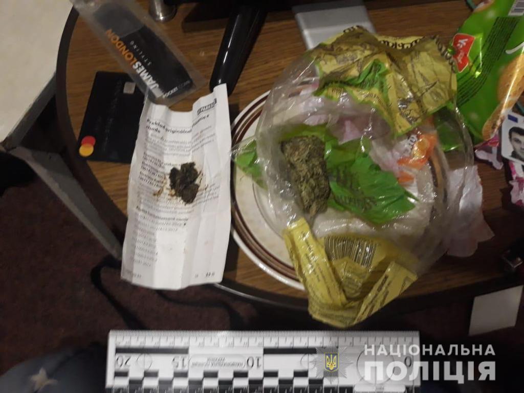 На Закарпатті у колишніх зеків знайшли заборонену вибухівку, холодну зброю та наркоречовину