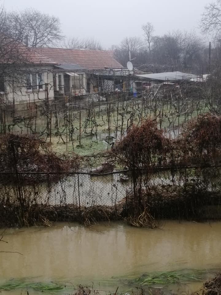 """В Закарпатье областной центр Ужгород """"стоит"""" в воде"""