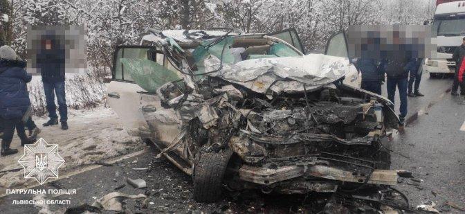 У страшному ДТП на автобані Чоп-Київ не розминулися три автомобілі
