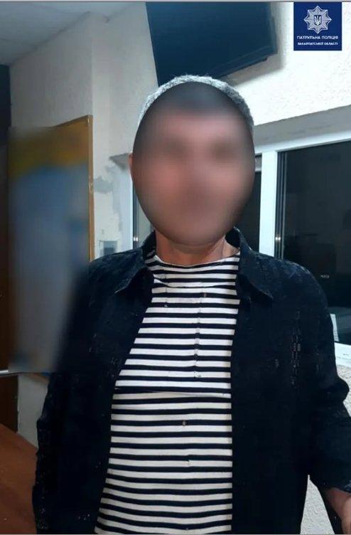 """Трійця хуліганів """"під шафе"""" напали на поліцейський наряд в Ужгороді"""