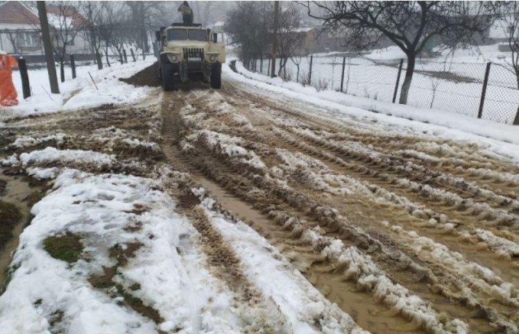 На Закарпатті селяни виходять на дороги та блокують рух вантажівок