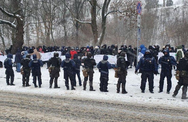 Акція протесту проти закриття телеканалів зібрала в Києві чотири сотні журналістів