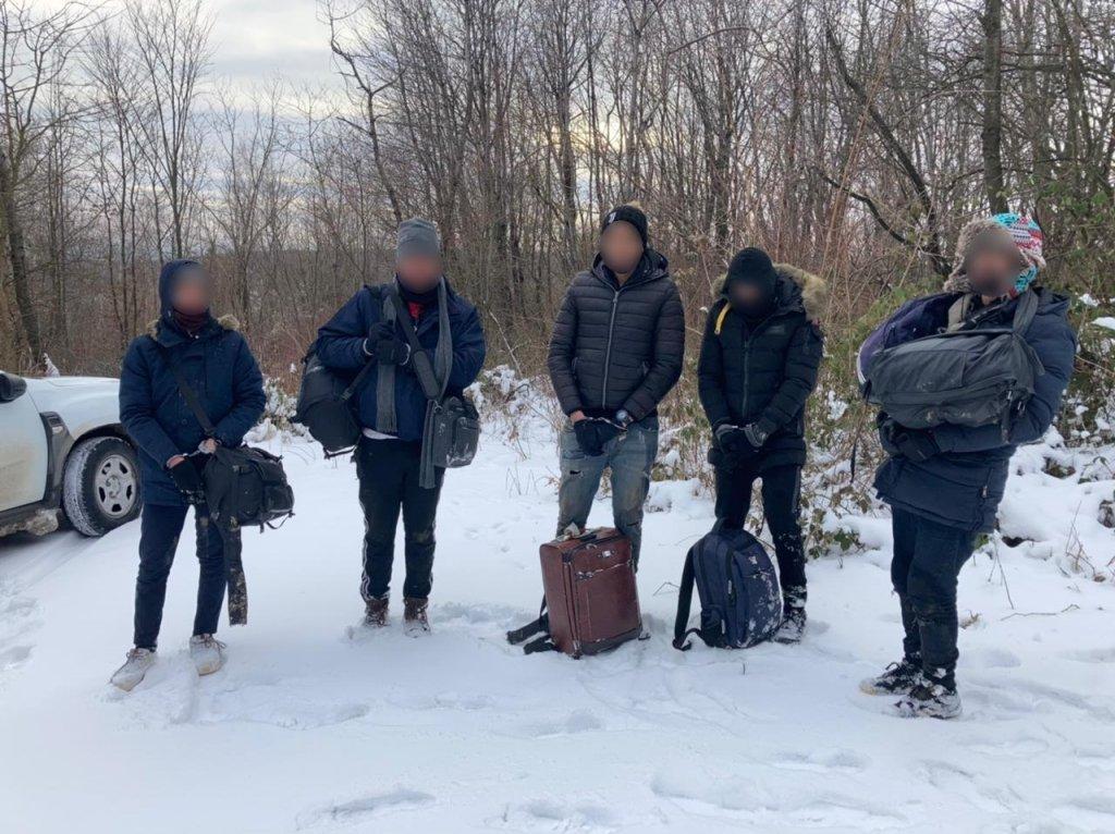 В Закарпатье у границы с Евросоюзом задержали группу из Северной Африки