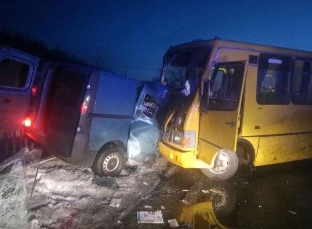 Масштабное ДТП в Полтавская области: на трассе столкнулись автобус и фургон, есть жертвы