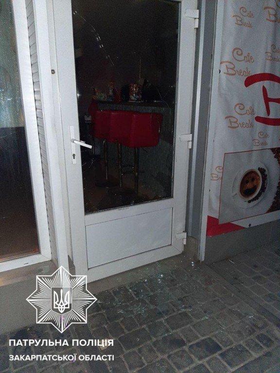 Болезненный приём: В Ужгороде возле вокзала напали на двух людей за один вечер