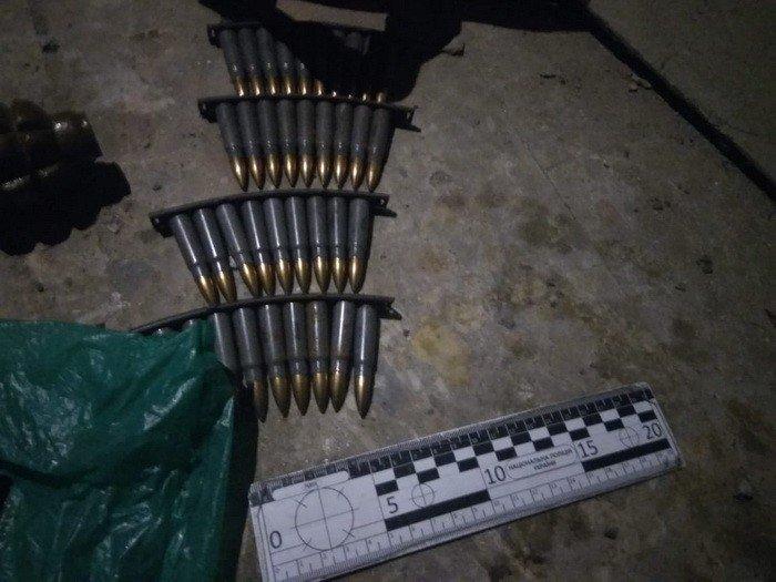 СБУ Закарпаття затримало торгівця зброєю та вибухівкою