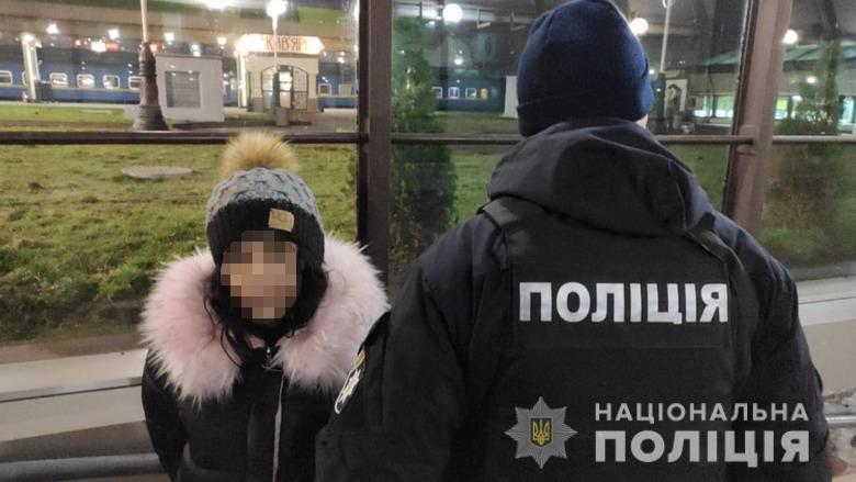 Выломаны двери и массовые обыски: В Ужгороде спецоперация силовиков в цыганском таборе (ВИДЕО)