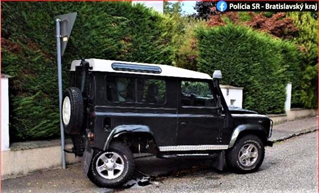 В Братиславе столкнулись Subaru Legacy, BMW и Land Rover.