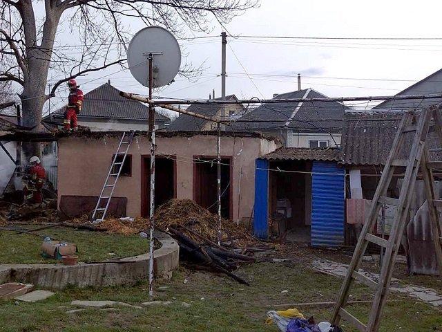 В Закарпатье хозяева не замечали пожара, пока не услышали звуки падения шифера