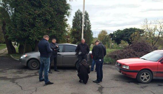 На Закарпатье полицейские задержали супругов взяточников