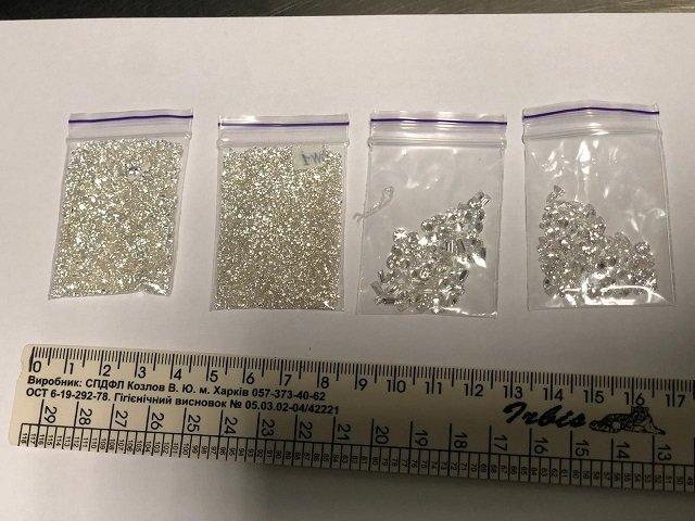 Изобретательных «бриллиантовых» контрабандистов на ОКПП Киев поймали, несмотря на их уловки