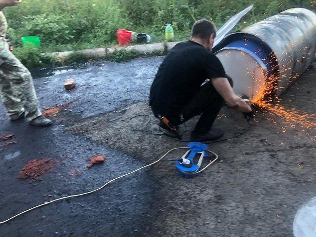 Сообразительного контрабандиста из Закарпатья выдали швы на топливном баке