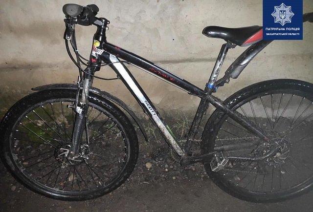 В Закарпатье у нервного велосипедиста обнаружили кое-что интересное, засыпался на мелочи