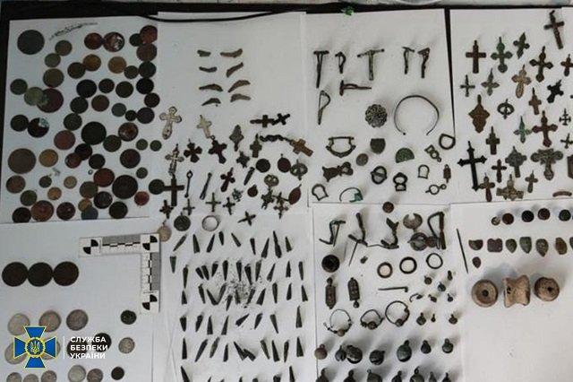 В Киевской области перехватили контрабанду с раритетами времен Киевской Руси