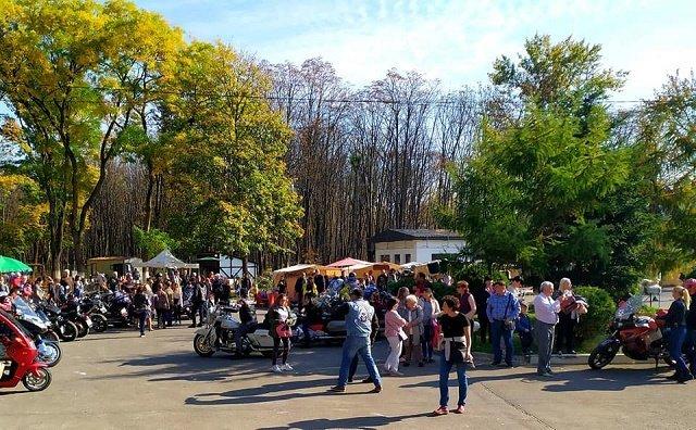 Мотопикник в Ужгороде: мотоциклисты и байкеры приобщились к празднованию Бабьего лета в Боздошском парке