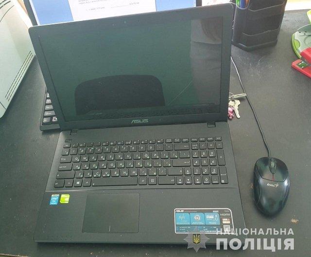 В Закарпатье обнаглевший вор украл ноутбук прямо с прилавка