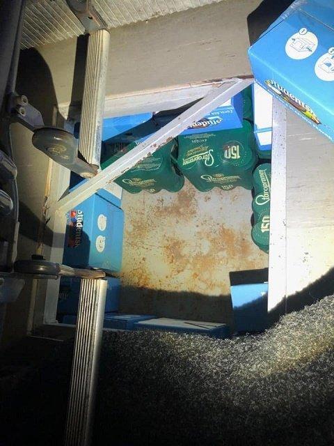 На КПП Ужгород в рейсовом автобусе Прешов - Мукачево обнаружили 4 тайника с контрабандой