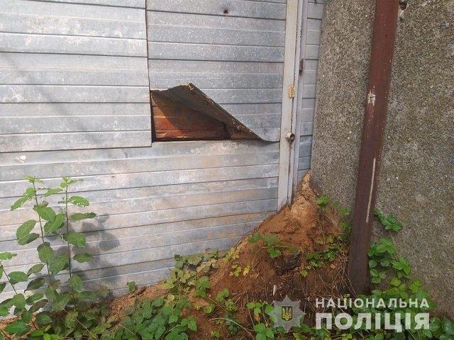 Жительница Закарпатья обокрала предприятие, а украденное спрятала у себя дома в шкафу