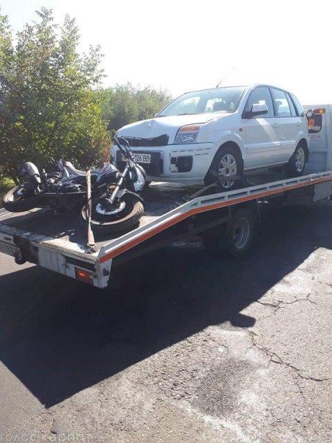 Авария на въезде в Виноградово: Ford не разминулся с мопедом