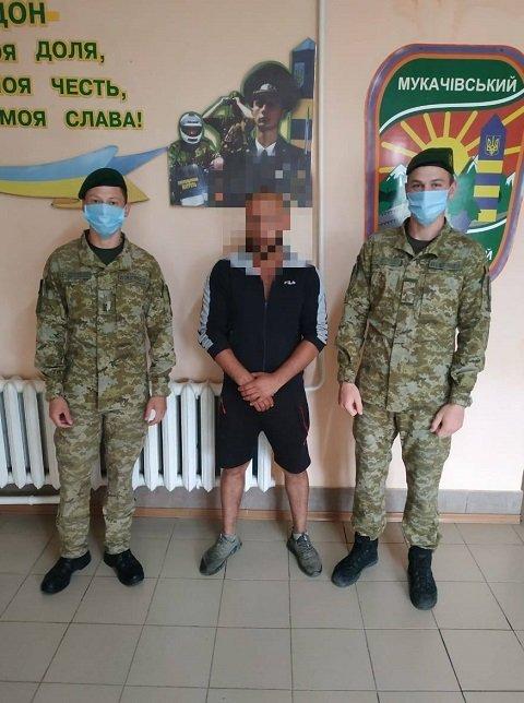 """В Закарпатье контрабандисты трижды """"штурмовали"""" границу, задержать удалось не всех"""