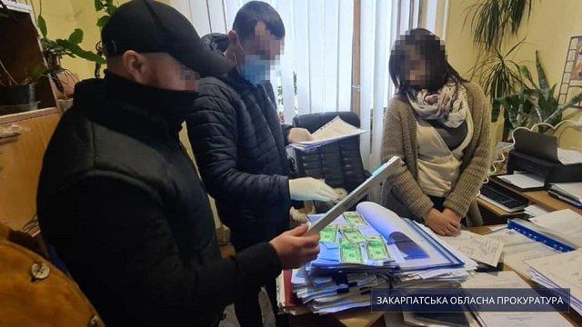 В Закарпатье на взятке погорела чиновница РГА