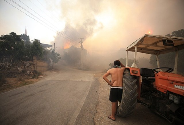 Пожары в Турции охватили юг страны и затронули 42 провинции, сейчас действует 21 очаг.