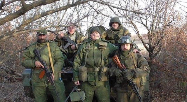 Бегемот (в центре) и Кавказ (слева) на Донбассе в ноябре 2015 года.