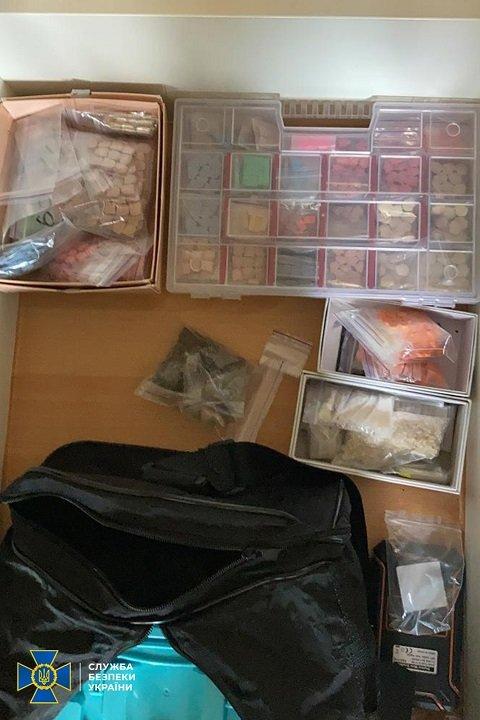 В Киеве и Запорожье накрыли канал сбыта кокаина, экстази и ЛСД - торговали оптом
