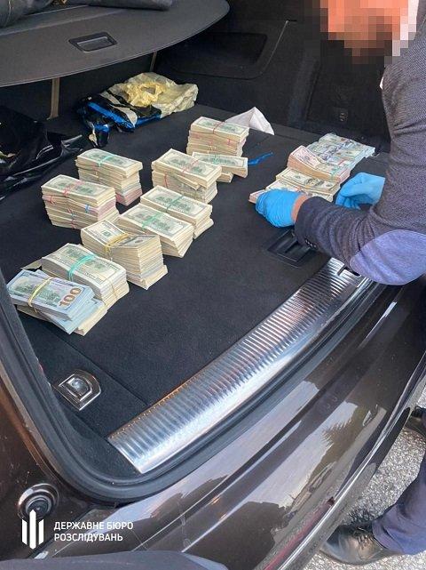 На Волынской таможне раскрыли масштабную коррупцию: Взяли топ-таможенника с кассой