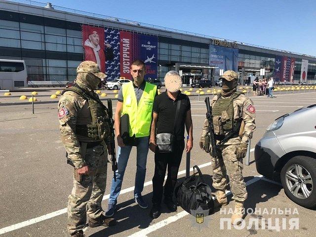 Полиция Закарпатья в августе 2019 уже выдворяла из Украины гражданине Армении.