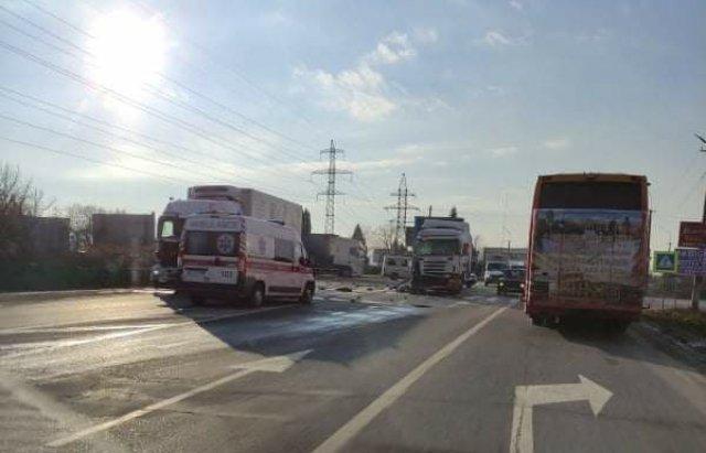 ДТП в Закарпатье: На трассе Киев-Чоп не слабо столкнулись два грузовика